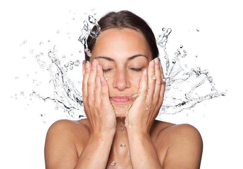 Restylane Skinbooster™ für die Haut im Sommer
